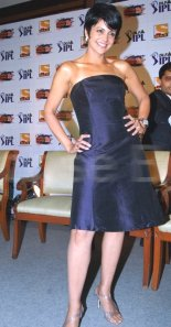 Mandira Bedi changes clothes and look for IPL T20 2009